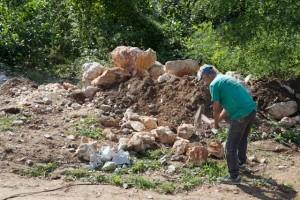 Dumitru splitting stone